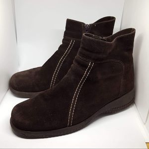 La Canadienne brown suede ankle boots size 9M